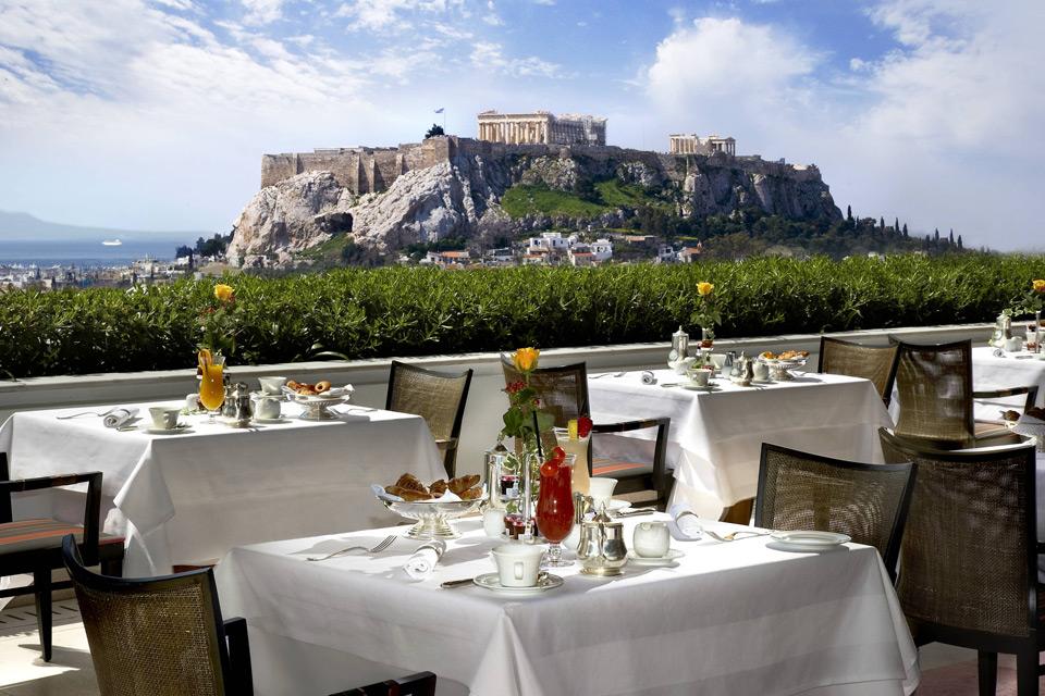 Ресторан в остров Пиргос у моря